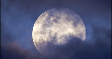 La Luna entre las nubes desde Córdoba, Argentina