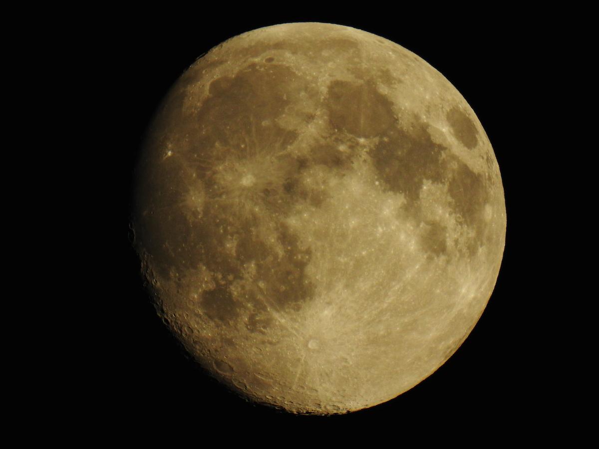 La luna desde gloucester inglaterra el universo hoy for Proxima luna creciente