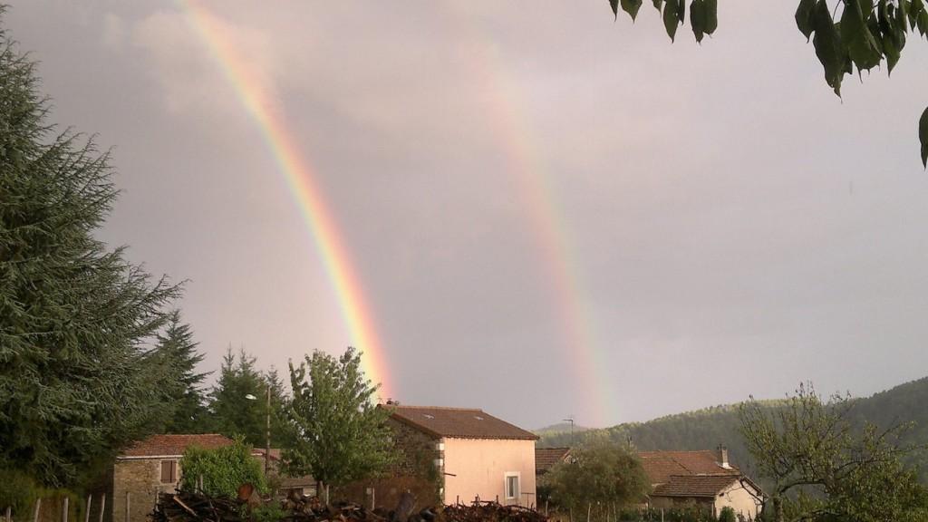 GrAcgory-Tudela-double-rainbow-phone-nokia-N8_1439146896