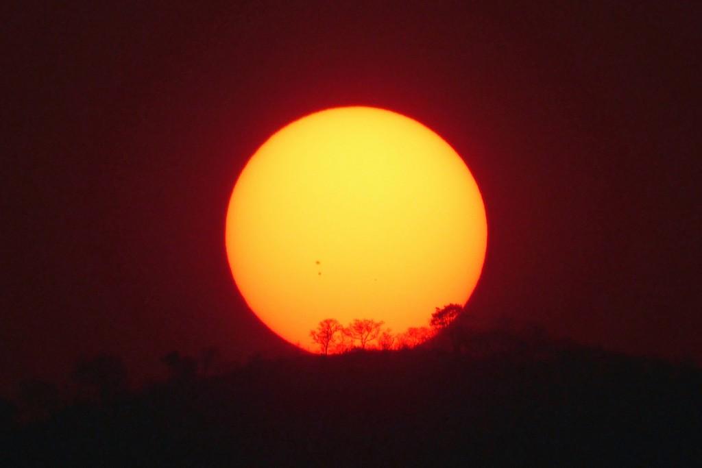 Peter-Lowenstein-Three-Visible-Sunspots-15.24-UT-11-Sept-2015_1441998157