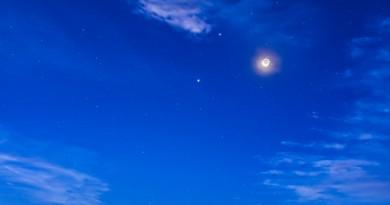 Regulus, Venus, la Luna, Marte y Júpiter desde Alberta, Canadá