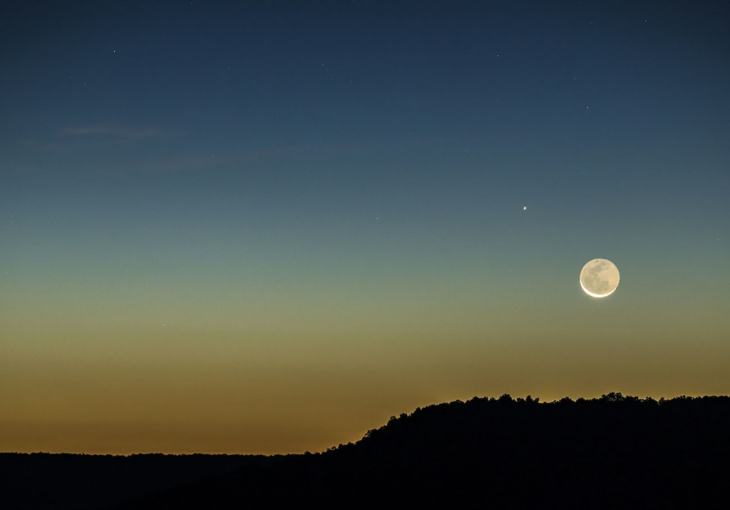 Roy-Spencer-rising-moon-and-mercury-200mm_1444574968