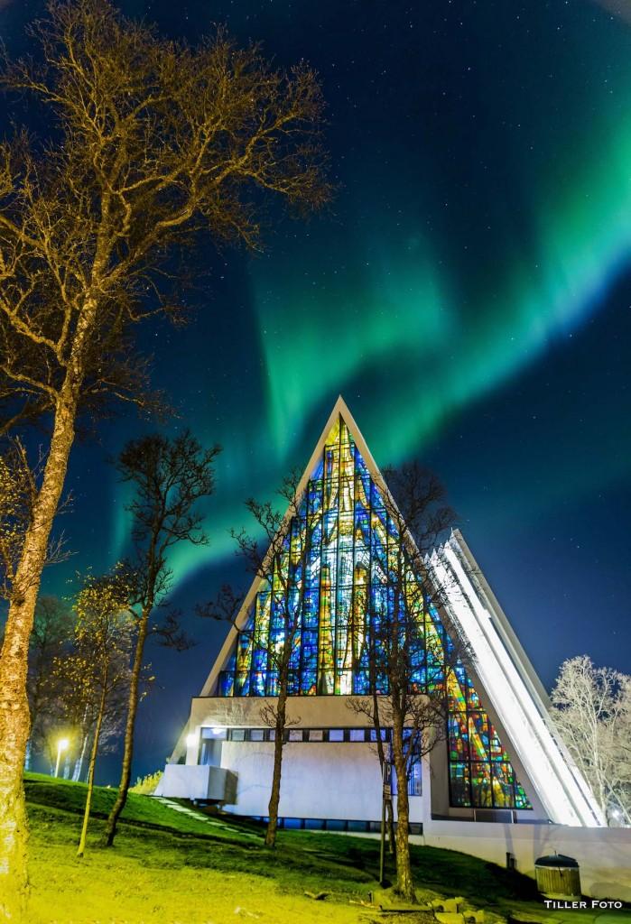 Truls-Tiller-Aurora_church_1445558754
