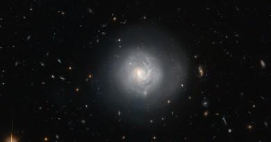 Mrk 820: una galaxia en plena metamorfosis