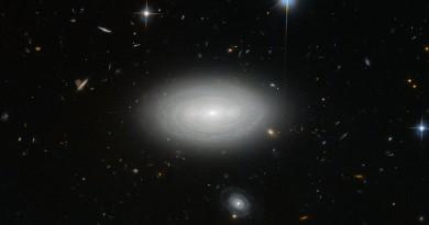 MCG+01-02-015: La más solitaria de las galaxias