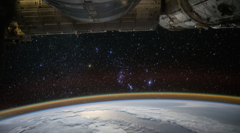 La salida de la constelación de Orión desde la ISS