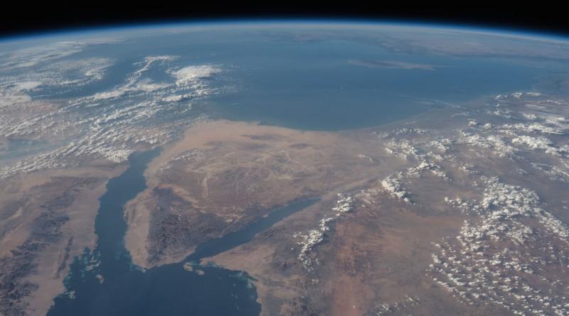 El mar rojo, el mar Mediterráneo y la península del Sinaí desde la Estación Espacial Internacional