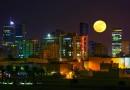 La salida de la Luna desde Baréin