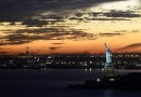 La Estatua de la Libertad al atardecer en Nueva York, Estados Unidos