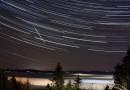 Foto de un meteoro y rastro de estrellas desde Gahberg, Austria