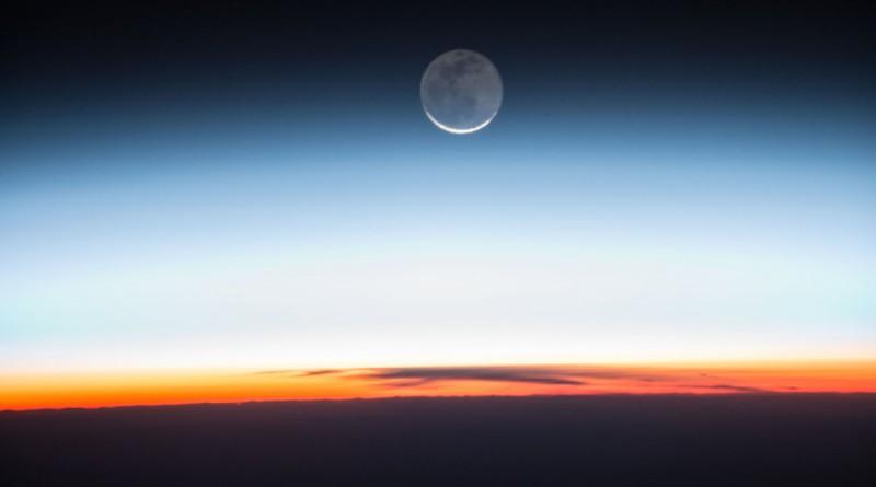 La salida de la Luna desde la Estación Espacial Internacional