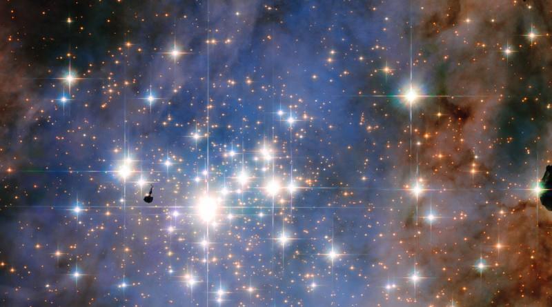 El cúmulo estelar Trumpler 14 es hogar de algunas de las estrellas más brillantes en la Vía Láctea
