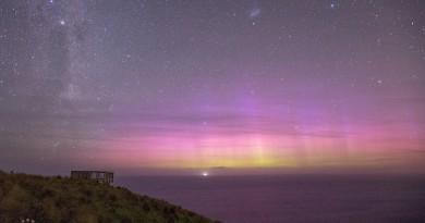 Auroras australes y la Vía Láctea desde Nueva Zelanda