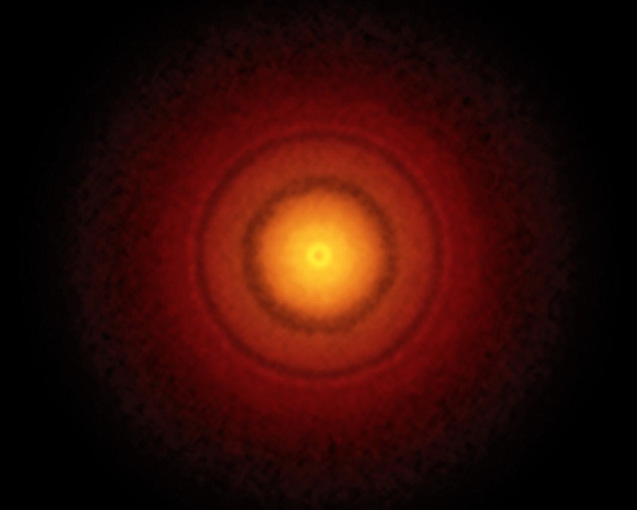 Evidencia de formación planetaria alrededor de una estrella joven...