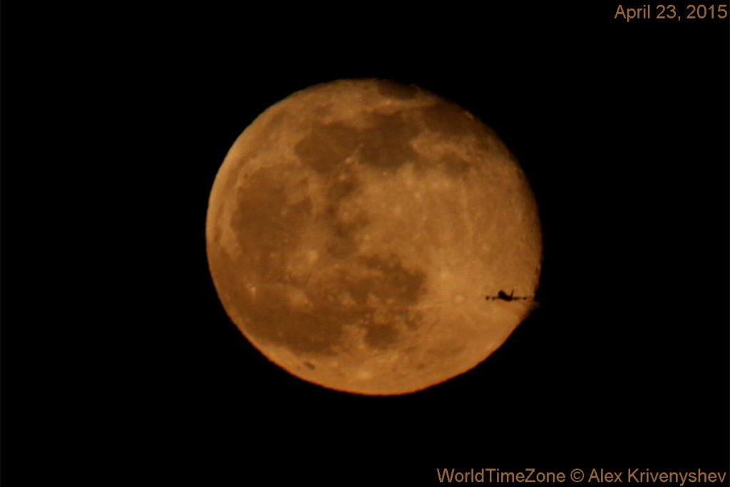 Alex-Krivenyshev-IMG_2090-moon-plane-1200-spaceweathergallery-wtz_1461474238