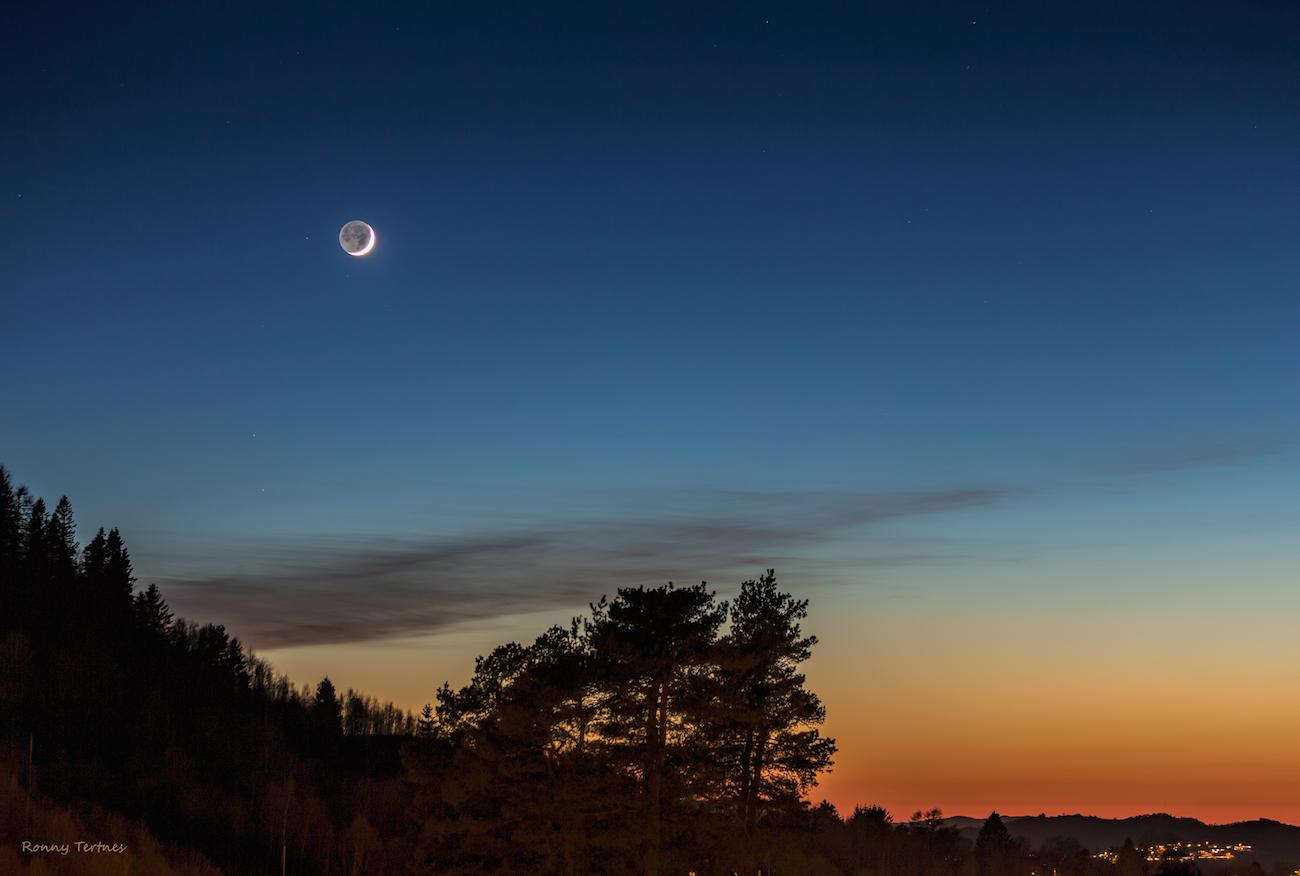 La luna al atardecer desde bergen noruega el universo hoy for Proxima luna creciente
