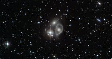 La galaxia anular de Vela, víctima de una perforación galáctica