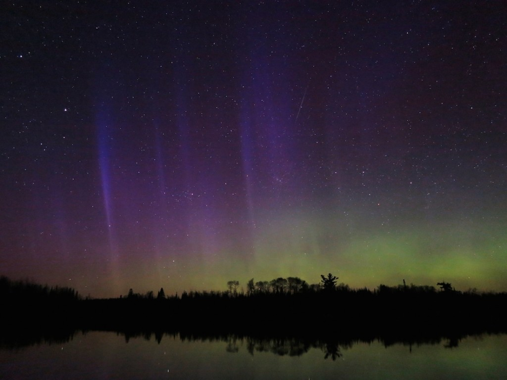 Peter-Jongewaard-Aurora_050116_plus_meteor---Copy-1280x960_1462299369