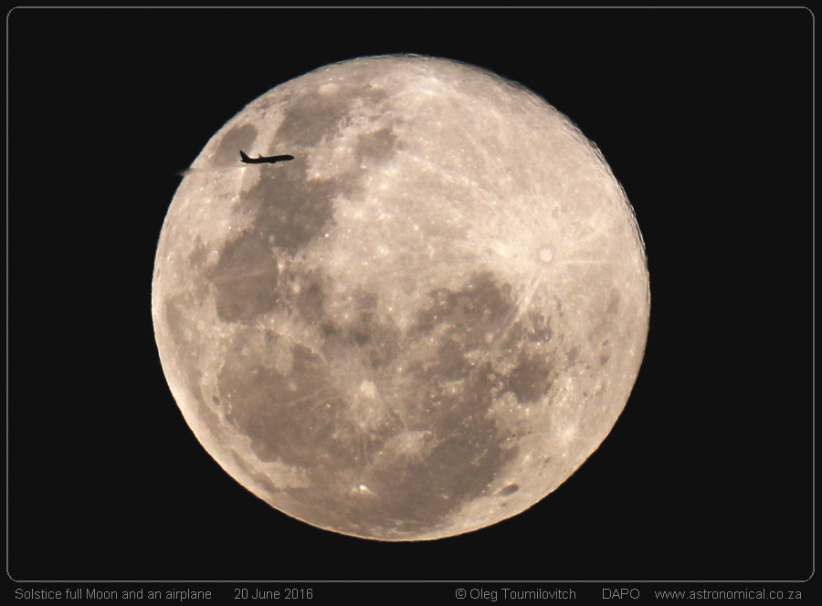 Oleg-Toumilovitch-Full_Moon_airplane_O_Toumilovitch_1466484910