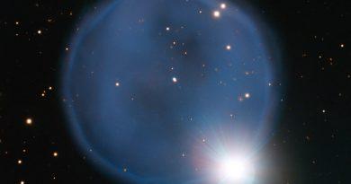 Un 'anillo de diamantes' formado por dos estrellas