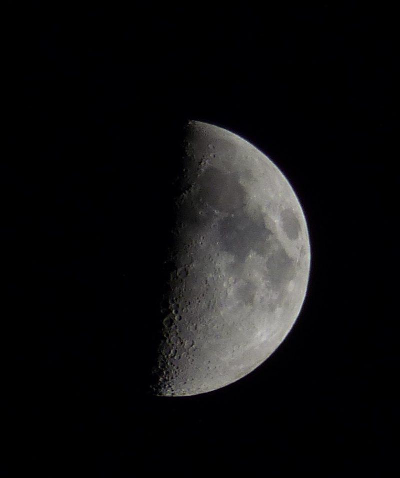 La luna en fase cuarto creciente desde toledo espa a el for Que fase lunar hay hoy