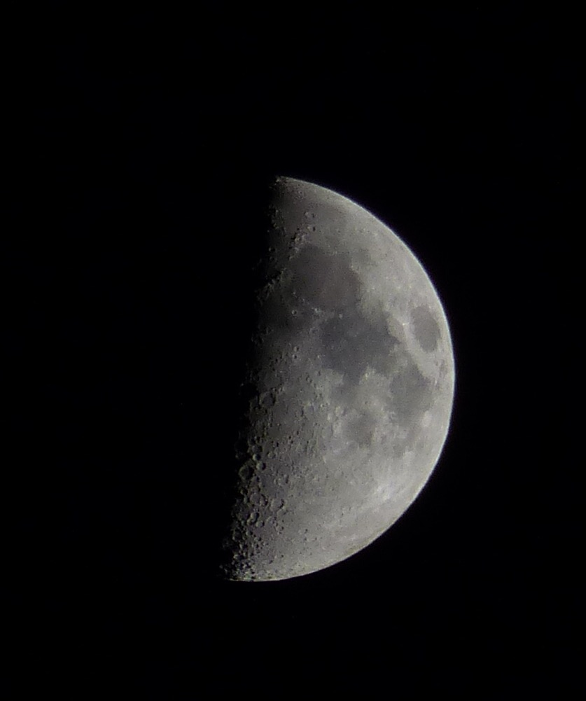 La luna en fase cuarto creciente desde toledo espa a el for Cuarto menguante de la luna