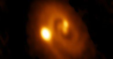Astrónomos observan la formación de un sistema estelar triple