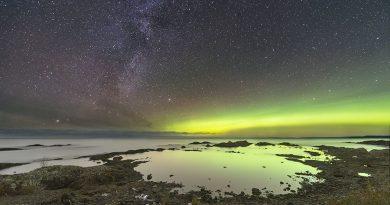 La Vía Láctea y auroras boreales desde Ontario, Canadá