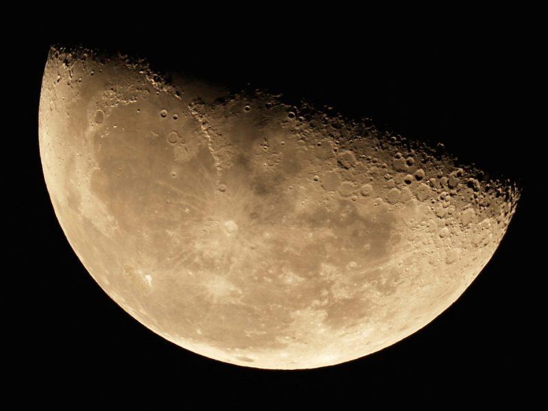 Luna Cuarto Menguante   La Luna En Fase Cuarto Menguante Desde Estados Unidos El
