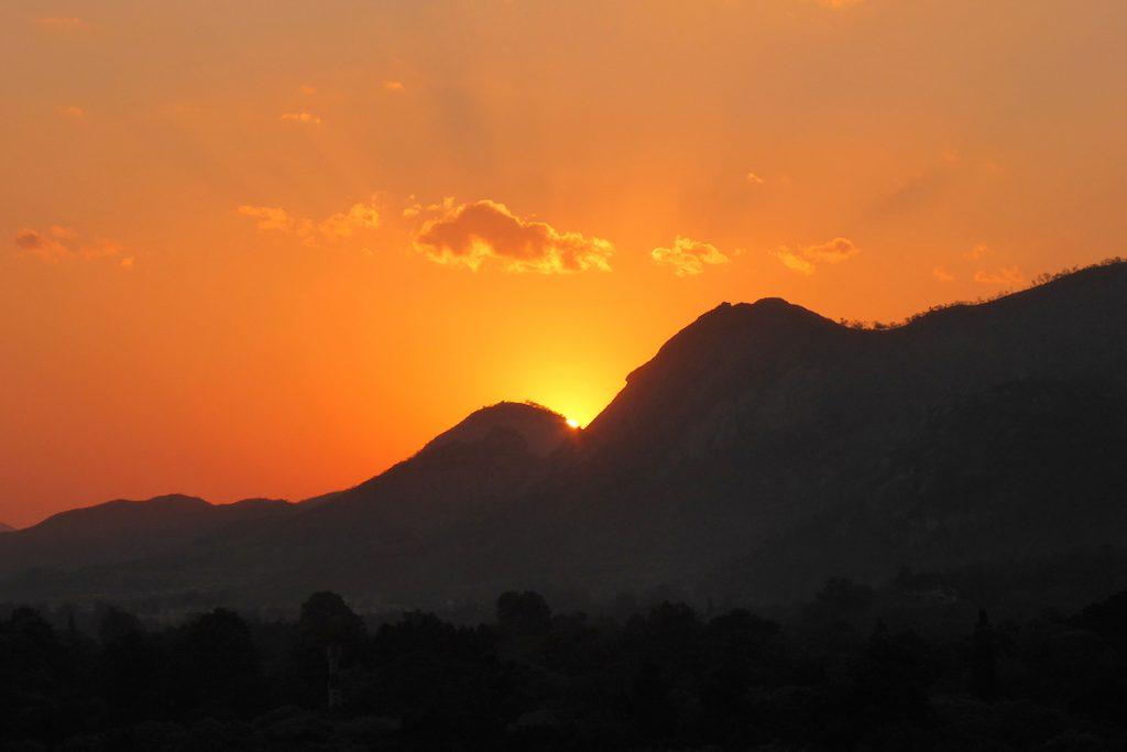 Peter-Lowenstein-Setting-Sun-Mutare-Zimbabwe_1475620776