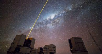 Observando el cielo con la ayuda de una estrella artificial