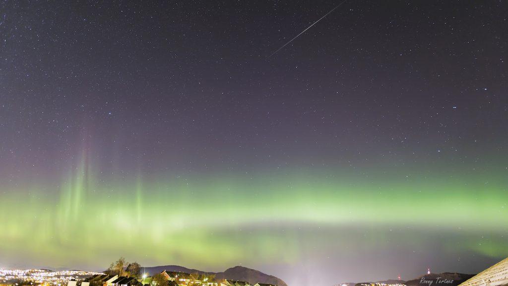 ronny-tertnes-aurora16-meteor_1478184580