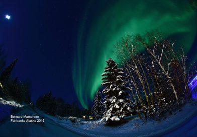 La Luna y auroras boreales desde Alaska, Estados Unidos