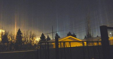 Pilares de luz desde Edmonton, Alberta (Canadá)