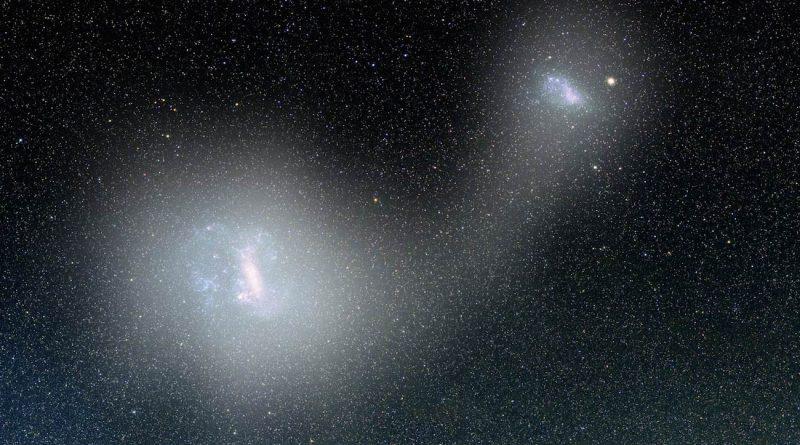 Dos galaxias enanas conectadas por un puente de estrellas