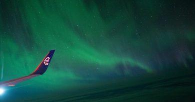 Auroras australes desde un avión sobre Nueva Zelanda