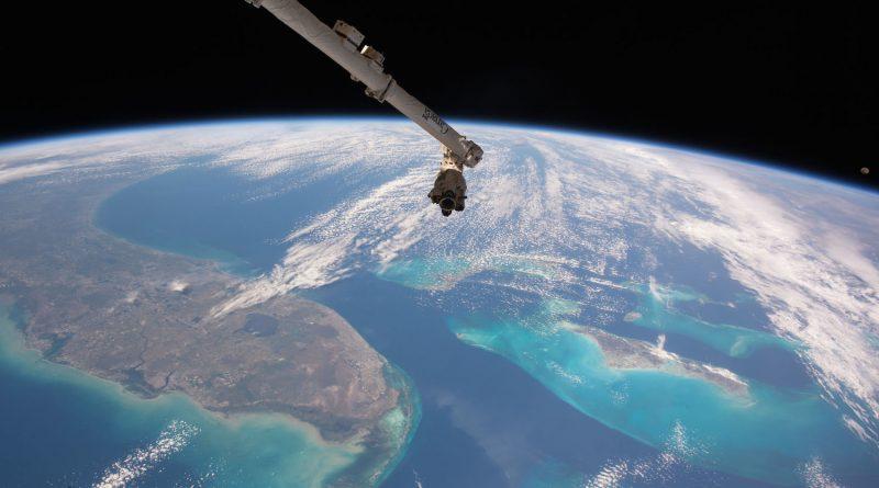 La Península de Florida, las Bahamas y la Luna desde la ISS