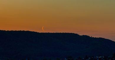 La Luna menguante desde Sajonia, Alemania