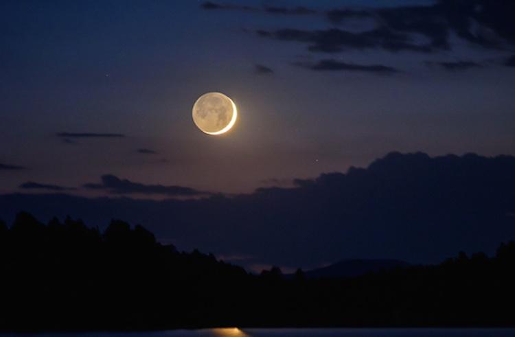 La luna creciente desde arizona estados unidos el for Proxima luna creciente