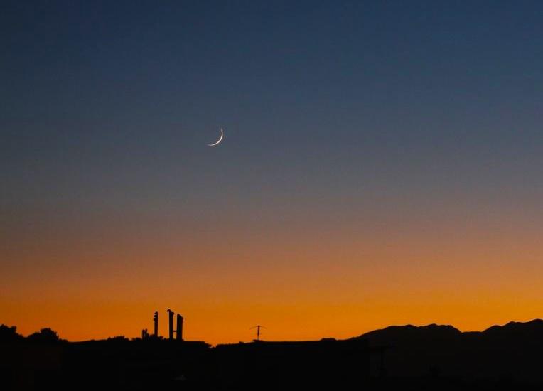La luna creciente al atardecer en isfah n ir n el for Proxima luna creciente