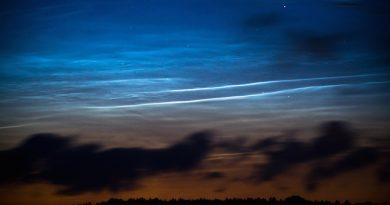 Nubes noctilucentes al amanecer en Szubin, Polonia