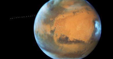 El Telescopio Espacial Hubble capta a la luna Fobos orbitando Marte