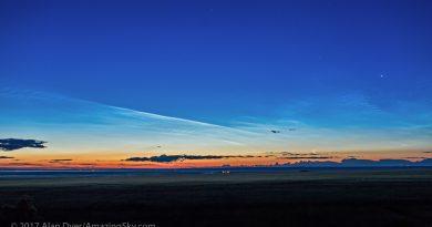 Nubes noctilucentes, la Luna y Venus al amanecer en Canadá