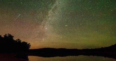La Vía Láctea y un meteoro desde Ontario, Canadá