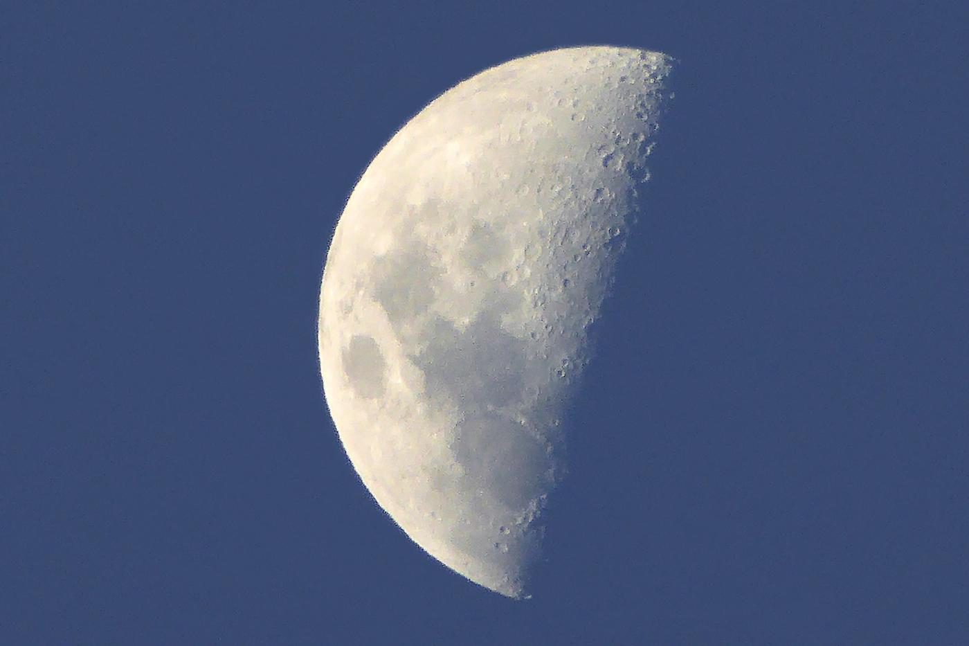 Imagen de la luna tomada desde zimbabue el universo hoy for Proxima luna creciente
