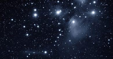 Foto del Cometa C/2015 ER61 (PANSTARRS) y las Pléyades