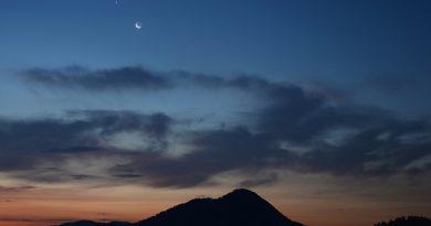 La Luna y Venus desde Medvode, Eslovenia