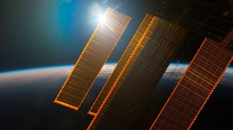 La salida del Sol desde la Estación Espacial Internacional