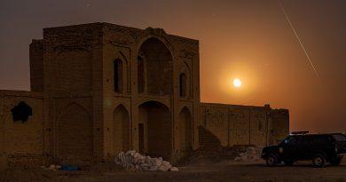 La Luna y un meteoro desde Qom, Irán