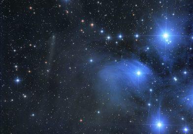 Las Pléyades y el Cometa C/2015 ER61 (PANSTARRS)